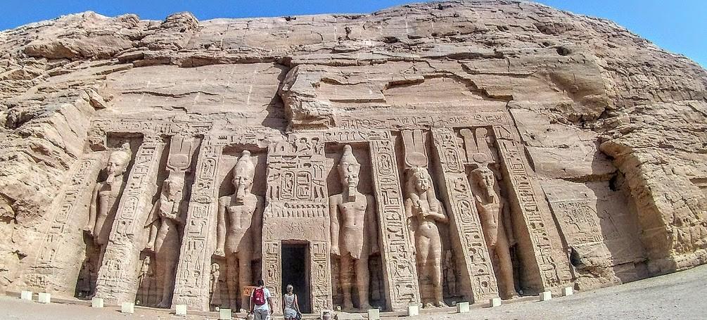 2 Tagesausflug nach Abu Simbel von Hurghadader kleiner tempel von abu simbel