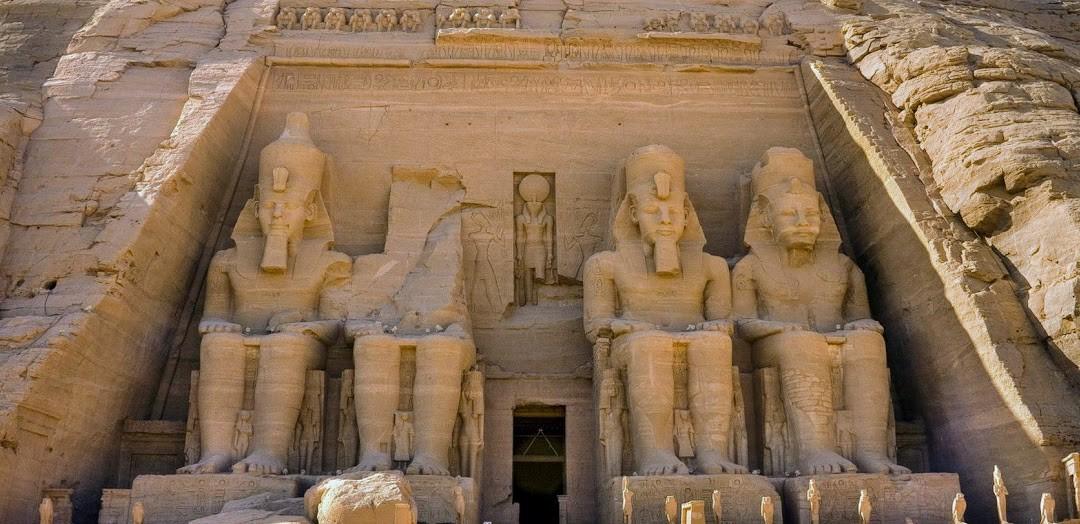 2 Tagesausflug nach Abu Simbel von Hurghada Der felstempel von Abu Simbel in Assuan
