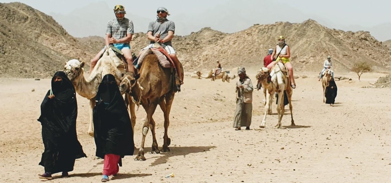 die beduinen in der wueste von hurghada, dune buggy tour mit dem abendessen ab sahl hasheesh und makadi bay