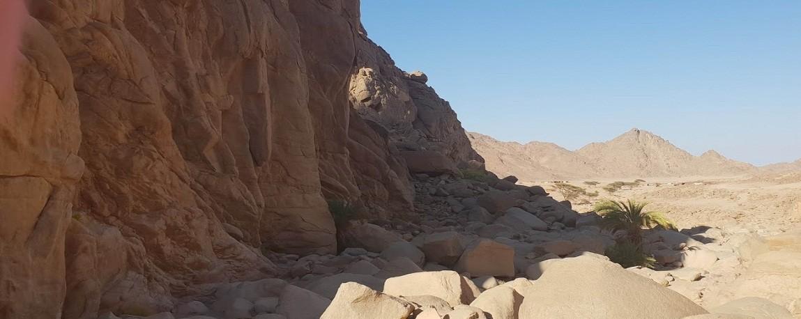 jeep safari hurghada, trockener Tal in der Wueste