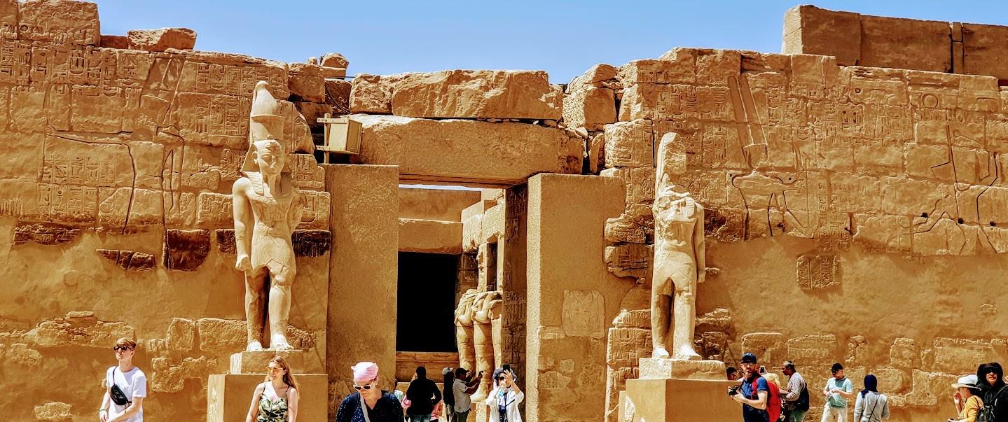 der Tempel Ramses der Dritte in Karnak Tempel, von el gouna ausflüge nach luxor privater ausflug mit dem Auto