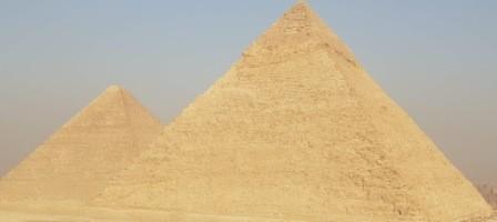 das Plateau von Gizeh die 3 pryamiden von Gizeh  privat aus flug von el gouna nach kairo mit dem Auto